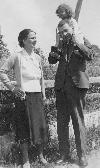 Blaga cu Cornelia si Dorli 1928 _ http://societateablaga.ro/Poze/carti/Blaga_cu_Cornelia_si_Dorli_1928.jpg